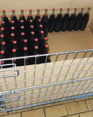 E adesso imbottigliato il nostro 𝕋𝕒𝕚𝕝𝕝𝕖̀, blend frappato perricone, dopo l'affinamento di 6 mesi in botti di rovere, riposerà almeno 30 giorni in bottiglia.  Buon affinamento 🍷😍  USA National Importer  ➡️ @vinotas_selections ⬅️  Rebellious Wines 🌿🍷 ______________________ www.flaviawines.com  #frappato #perricone #sicily #terroirs  #organic  #natural  #wines #wine #vino #winelover #withewine #winery #winelovers #instawine #unitedstates  #whitewine #winestagram #vineyard #usa  #wines #marsala #winelife #california #newyork  #winemaker #biologico #vinoitaliano #vinobianco #italianwines #etnawine #naturalwine