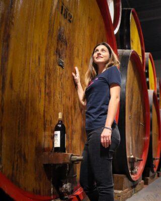 Amo le giornate passate in cantina, soprattutto sull'Etna nella frazione di Solicchiata, dove l'agricoltura eroica mi affascina particolarmente. 🔥🌋  Oggi controlli analitici sulle grandi botti in rovere di Slavonia da 300 Hl, in cui affina il nostro super Etna Rosso biologico. #152🍃🍷😍  Rebellious Wines 🌿🍷 ______________________ www.flaviawines.com  USA National Importer 🇺🇸  ➡️ @vinotas_selections ⬅️  Australian Importer 🇦🇺  ➡️ @movini_italian_wines ⬅️  Denmark Importer 🇩🇰  ➡️ @smallevine ⬅️  #nerellomascalese #sicily #terroirs  #organic  #natural  #wines #italy #wine #vino #winelover #withewine #winery #winelovers #instawine #unitedstates  #spring #winestagram #vineyard #usa  #wines #etna #winelife #california #newyork  #winemaker #biologico #vinoitaliano #vinorosso #italianwines #etnawine